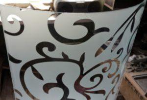 Стекло радиусное с пескоструйным рисунком для радиусных дверей Барнаул