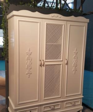 Распашные двери с декоративными накладками Барнаул